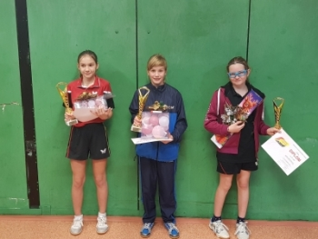 Adélka Mikešová na 1.místě ve dvouhře mladších žákyň